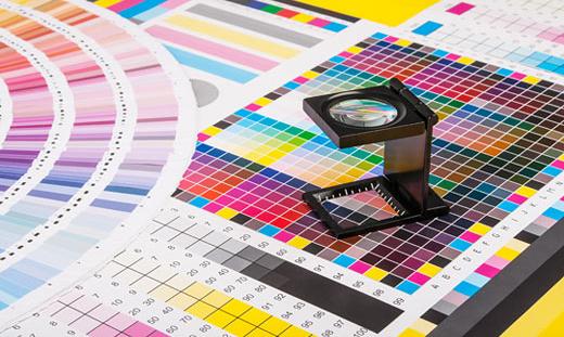 Farbfächer von Farbsystemeen und Fadenzähler – Urheber: Stepan Bormotov